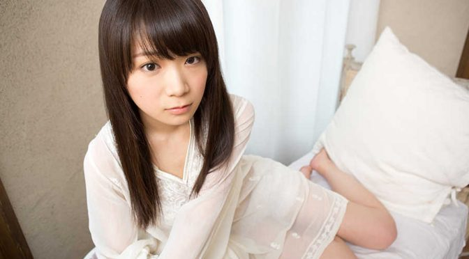 "Unknown ""fan"" slips letter in Akimoto Manatsu's bag"