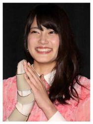 iriyama anna hand brace 01